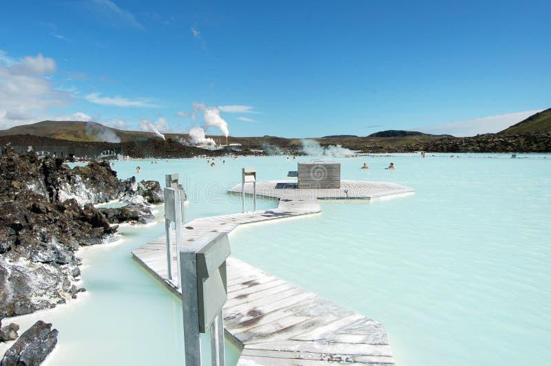 De Blauwe toevlucht van het Lagune geothermische bad in IJsland stock foto's