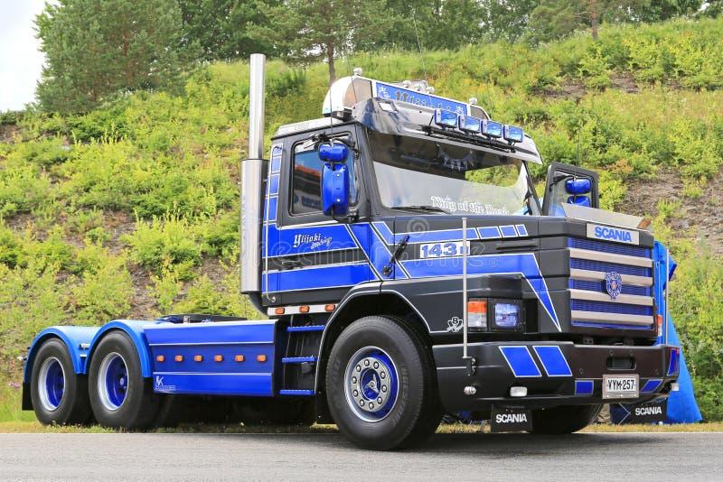 De blauwe Uitstekende Vrachtwagen van Scania Vabis 143H in een Show royalty-vrije stock fotografie