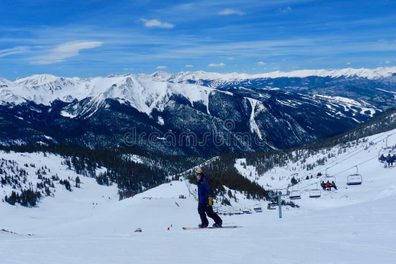 De Blauwe Vogel Day2 van het Arapahoebassin: Snowboarder & Montezuma-Kom royalty-vrije stock afbeelding