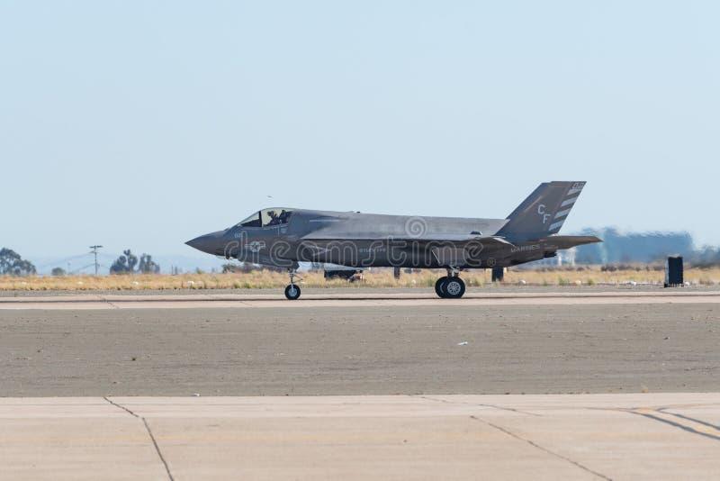 De Bliksem de V.S. die Marine Corps van Lockheed Martin F-35B bij Th presteren stock afbeelding