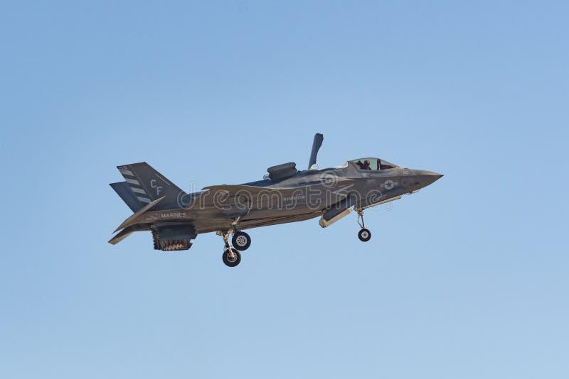 De Bliksem de V.S. die Marine Corps van Lockheed Martin F-35B bij Th presteren royalty-vrije stock foto