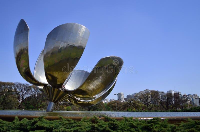 De bloem van Recoleta, tussen aard en technologie stock fotografie