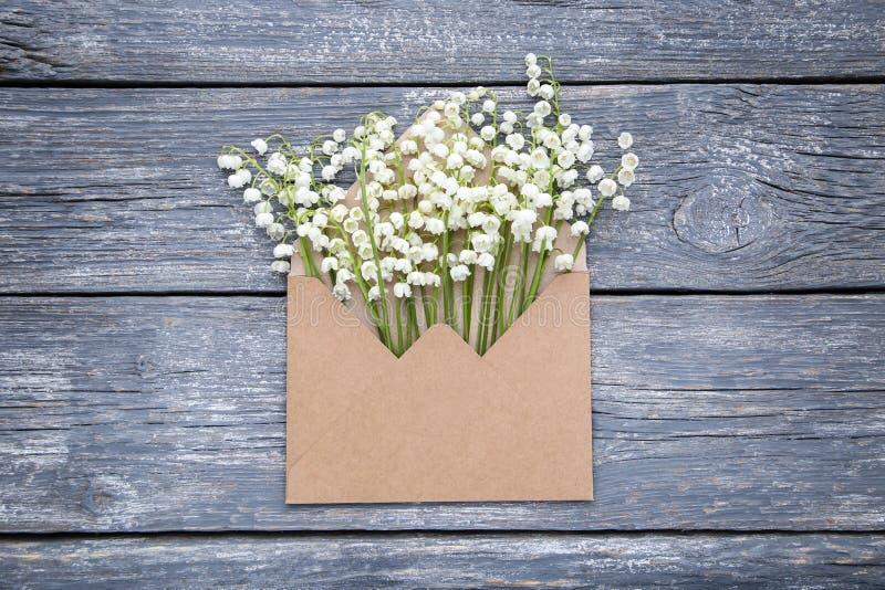 De bloemen van het lelietje-van-dalen royalty-vrije stock afbeelding