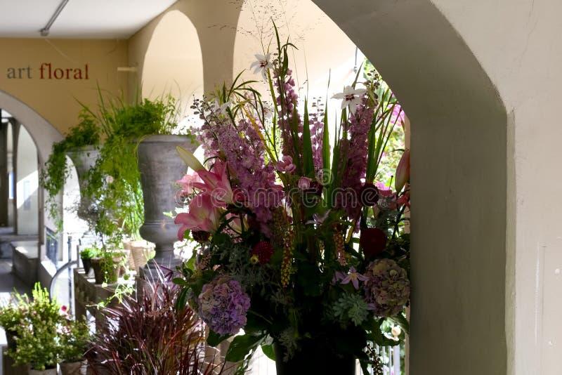 De bloemen werden te koop aangeboden royalty-vrije stock afbeeldingen