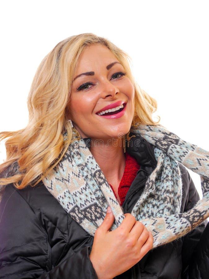 De blonde vrouw kleedde zich voor de winter royalty-vrije stock afbeelding