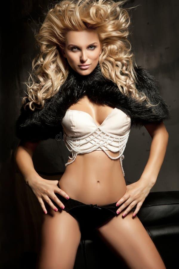 De blonde vrouw van de schoonheid stock afbeeldingen