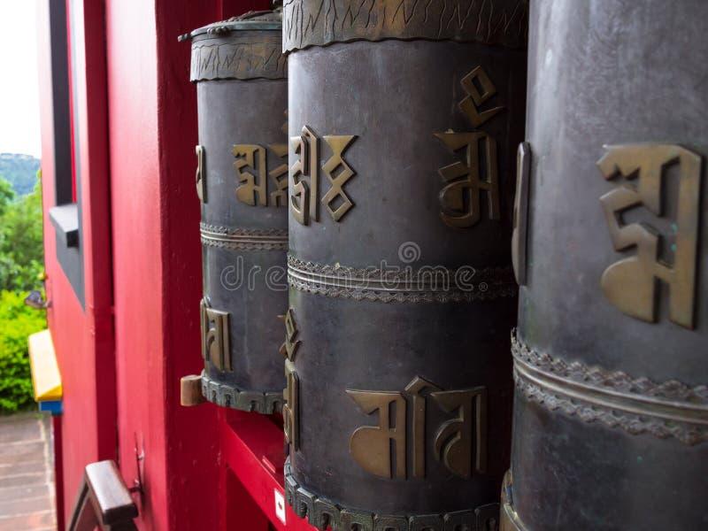 De boeddhistische Wielen van het Gebed stock fotografie