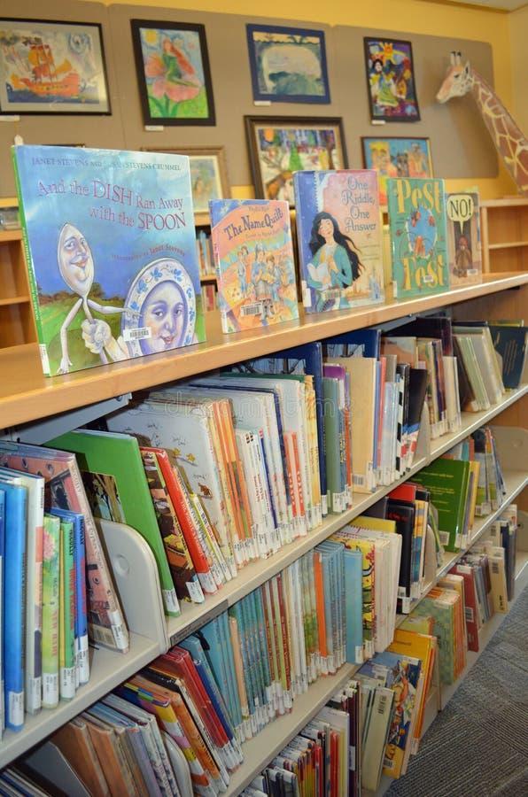 De boeken van de bibliotheek stock foto's