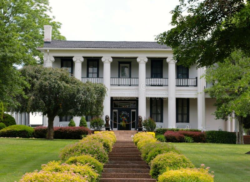 De Boerderijhuis van Loretta Lynn in Orkaanmolens, Tennessee Welcome Sign stock foto