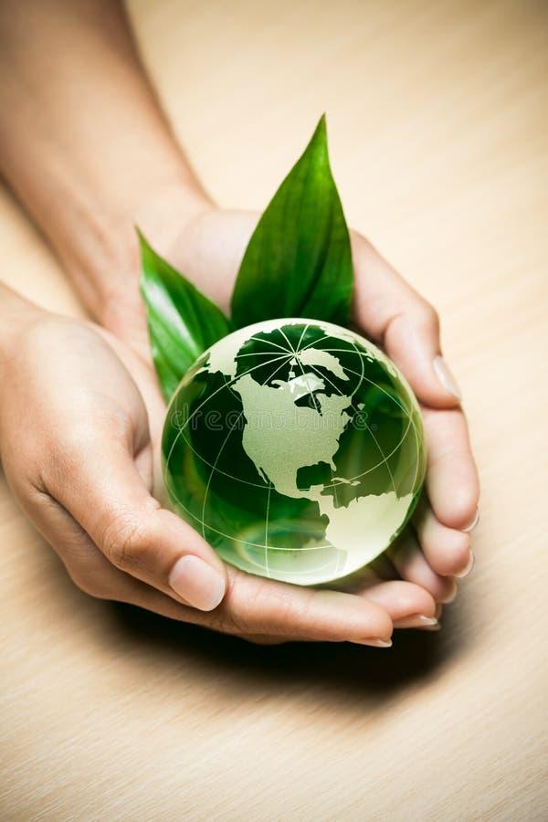 De bol van het glas in handen royalty-vrije stock foto