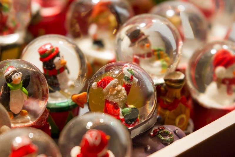 De bollen van de Kerstmissneeuw stock foto
