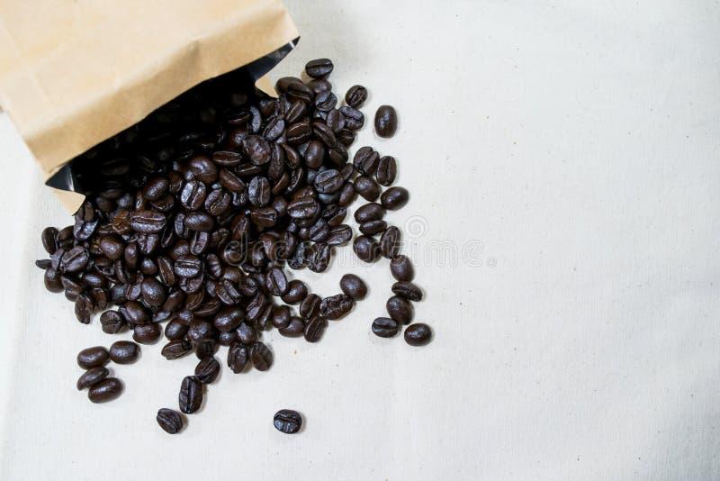 De bonen van de braadstukkoffie stock afbeelding