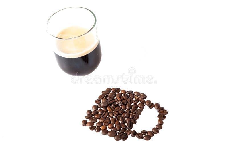 De bonen van de koffie met kop van koffie stock fotografie