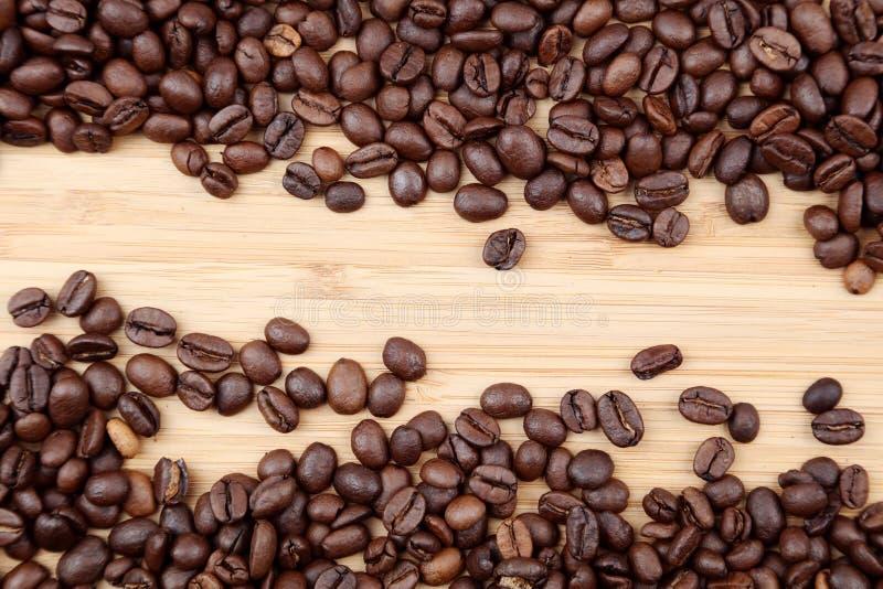 De Bonen van de koffie op hout stock foto