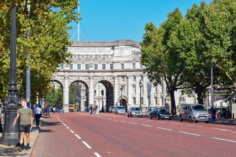 De Boog van admiraliteit tussen de Wandelgalerij en Trafalgar Square in Londen, Engeland royalty-vrije stock afbeeldingen