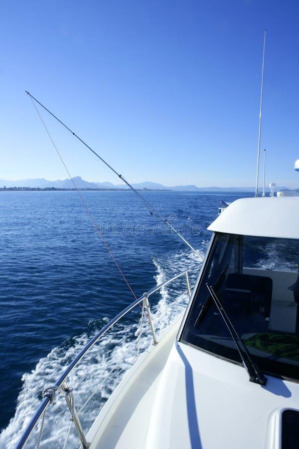De boog van de boot, yatch vakantie op de blauwe oceaan royalty-vrije stock afbeeldingen