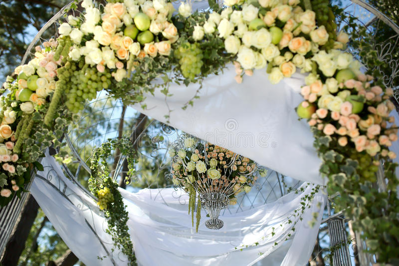 De boog van het bloemhuwelijk stock afbeeldingen