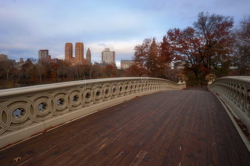 De Boogbrug vroeg in de ochtend, in Central Park, de Stad die van New York wordt gevestigd stock foto's