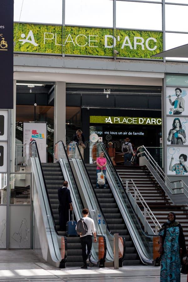 De Boogwinkelcentrum van plaatsd 'in Orléans, Frankrijk stock afbeelding