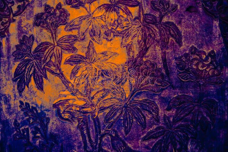 De Boom en van de Bloemenkunst schilderijen op tegels langs de galerijen van de Tempel van Emerald Buddha royalty-vrije stock afbeeldingen
