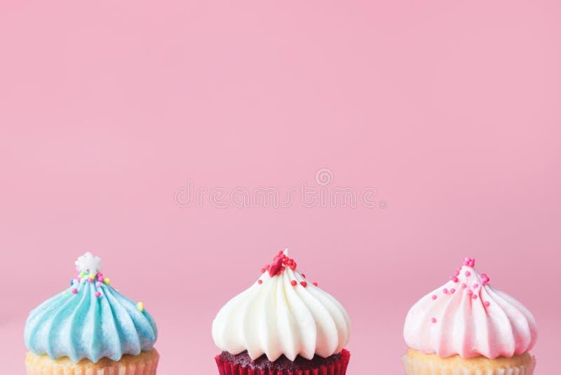 De boom van de pastelkleurtoon cupcakes op roze exemplaarruimte voor royalty-vrije stock fotografie