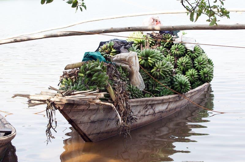 De boot van de banaan in het meer Kivu stock fotografie