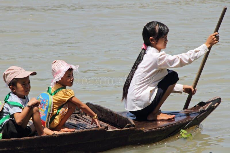 De Boot van de kleuterschool in Sap Tonle stock fotografie