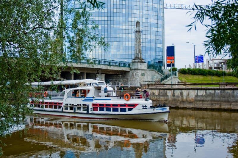 De boot van de rivier royalty-vrije stock afbeeldingen