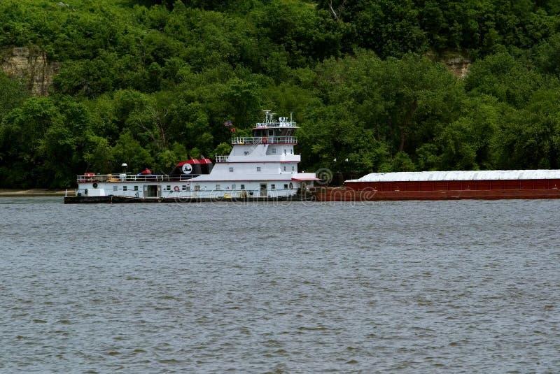 De Boot Van De Sleepboot En Korrelaak Royalty-vrije Stock Afbeeldingen