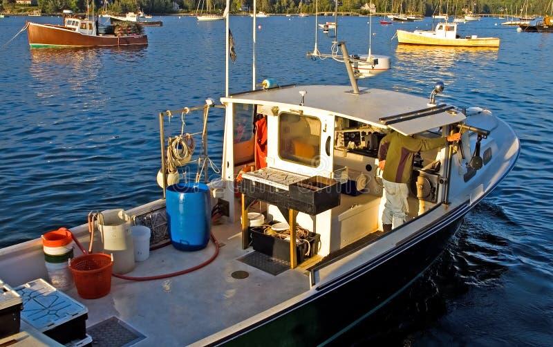 De Boot Van De Zeekreeft Op Het Werk Stock Afbeeldingen