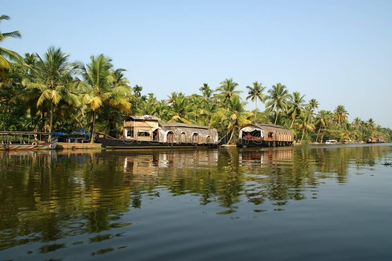 De boot van het huis in Binnenwateren de van Kerala (India) stock foto