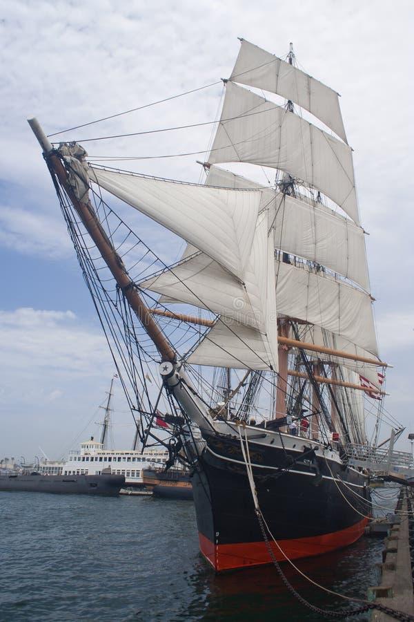 De boot van het zeil in San Diego stock afbeelding