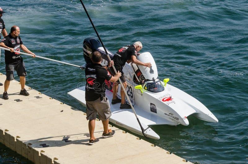 De bootvoorbereidingen van gek-Croc Baba Racing Team stock fotografie