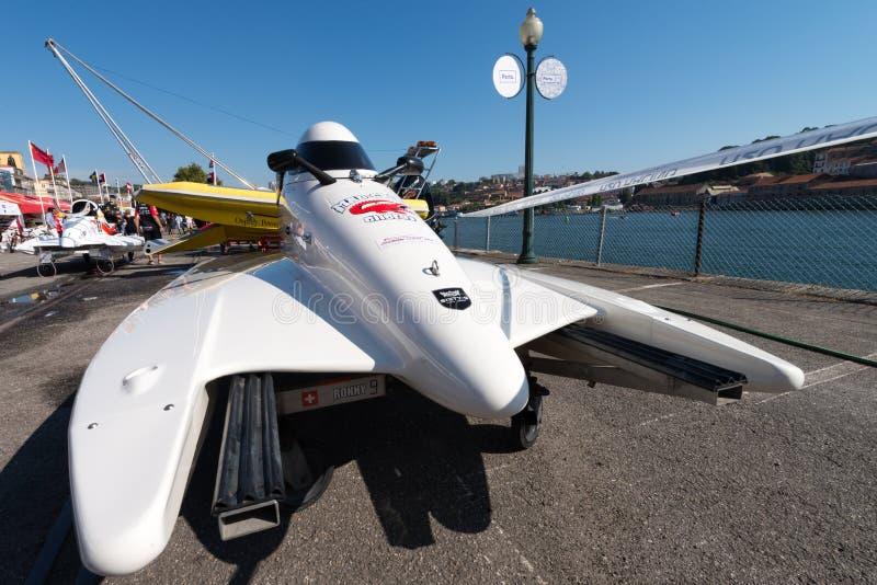 De bootvoorbereidingen van gek-Croc Baba Racing Team stock afbeelding