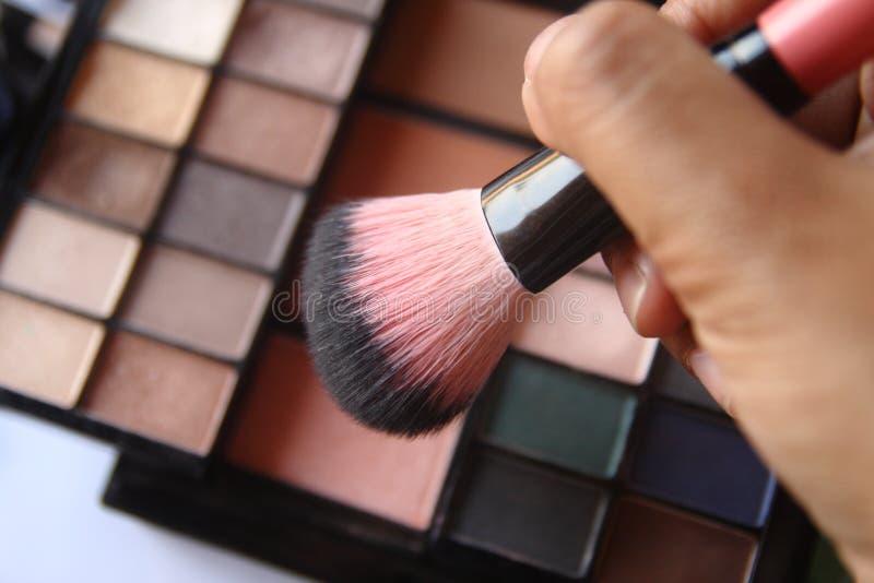 De borstel voor make-up met bloost  stock fotografie