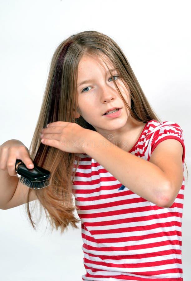De borstelkam van het Haar van het meisje stock foto's