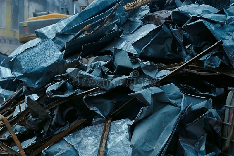 De bos van bladmetaal, metaalschroot, ontmantelde het metaal van het stukkenblad van oud dak stock afbeeldingen