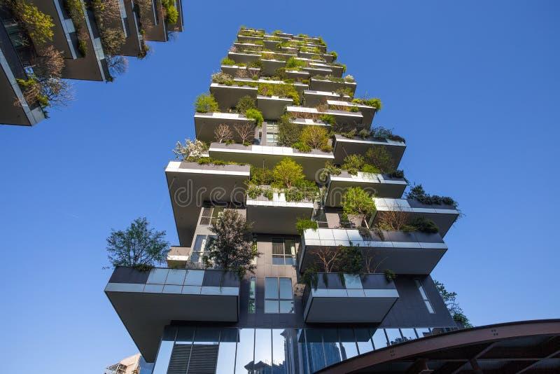 ` De Bosco Verticale do `, apartamento vertical da floresta e construções no ` de Isola do ` da área da cidade de Milão, Itália imagens de stock royalty free