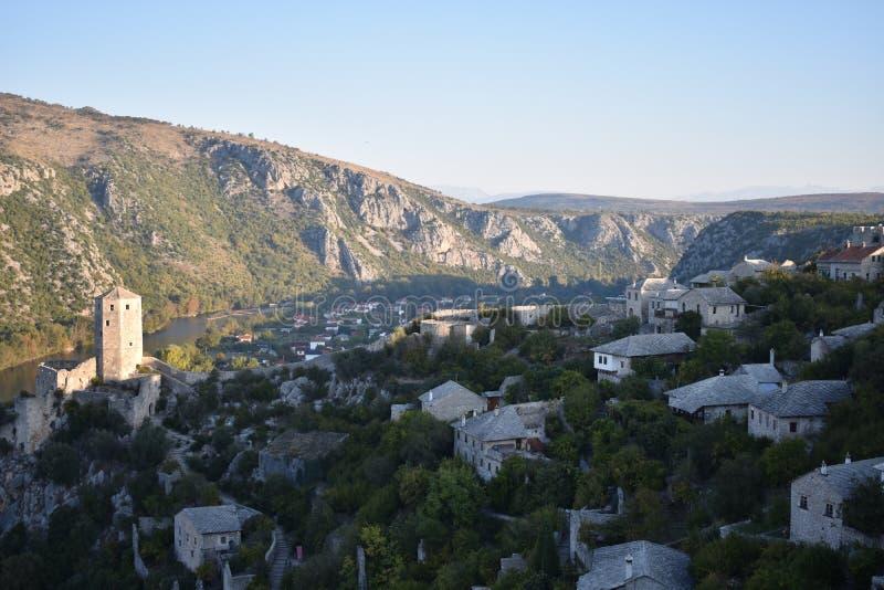 De Bosnische middeleeuwse stad van PoÄ  itelj en de Neretva-rivier stock fotografie
