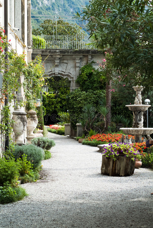 De Botanische Tuin van villamonastero stock afbeelding