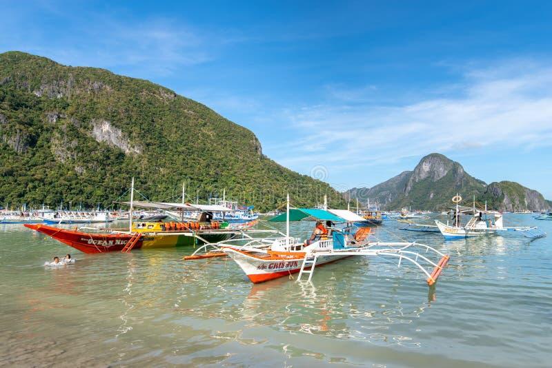De boten legden bij de haven van Gr Nido, Palawan, Filippijnen, 17 Nov., 2018 vast stock foto's
