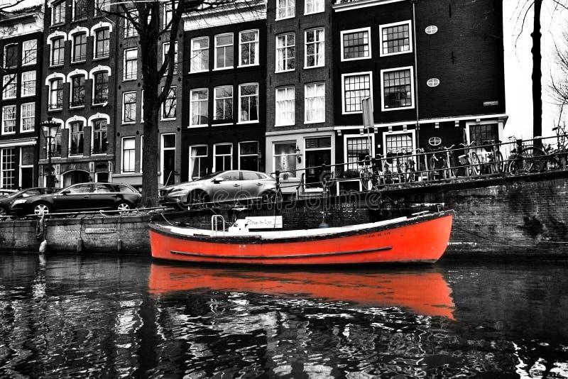 De boten van Amsterdam stock afbeeldingen