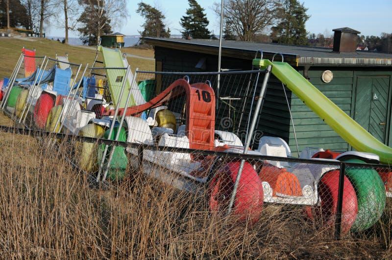 De boten van het huurpedaal in de winterschuilplaats stock foto's