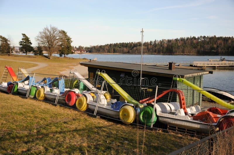 De boten van het huurpedaal in de winterschuilplaats royalty-vrije stock foto's