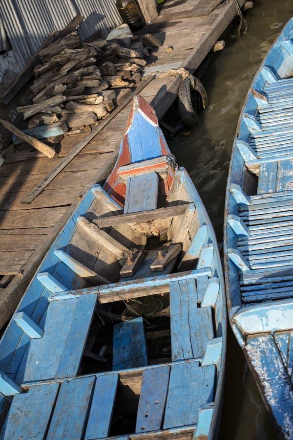 De boten van Kambodja in het dorp royalty-vrije stock afbeelding
