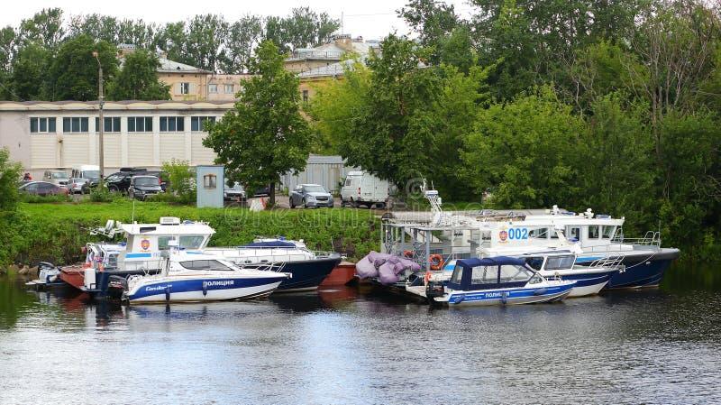 De boten van de parkerenpolitie stock afbeeldingen