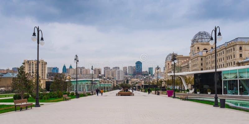 De boulevard van de parkwinter, Baku stad royalty-vrije stock afbeeldingen