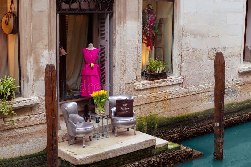 De boutique van de luxemanier in Veneti? royalty-vrije stock fotografie