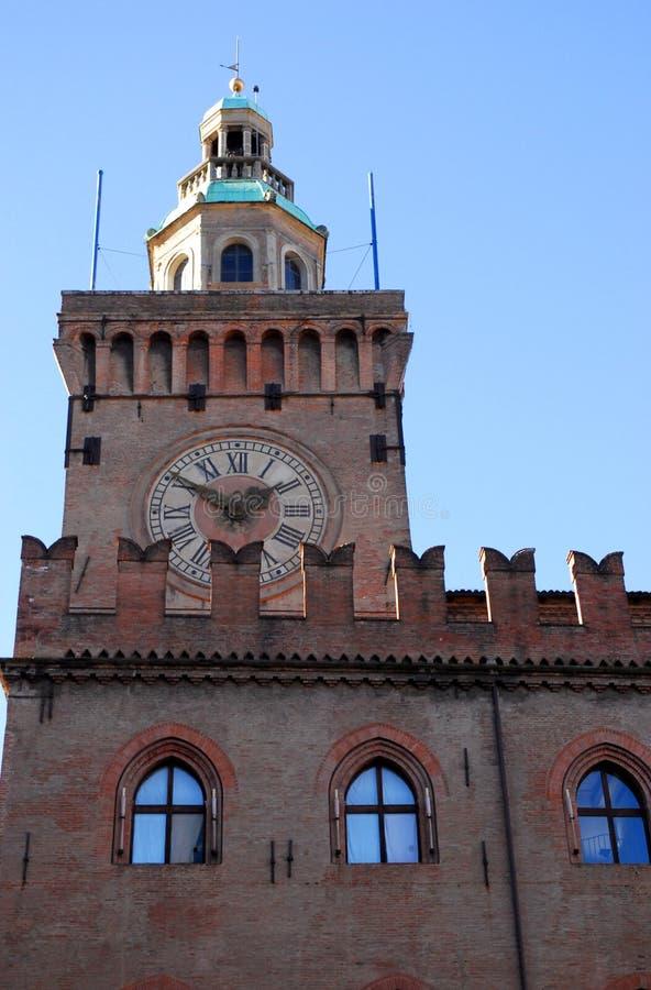 De bouw Accursio of Comunale en de klokketoren in het stadscentrum in Bologna in Emilia Romagna (Italië) royalty-vrije stock afbeeldingen