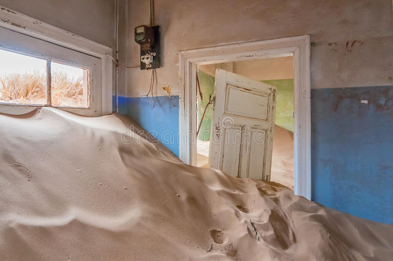 De bouw bij de spookstad van Kolmanskop stock foto's